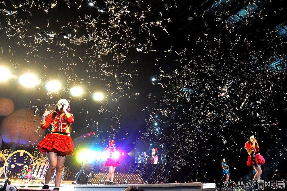 仮面女子 さいたまスーパーアリーナワンマンライブに民主党・枝野幹事長来場!桜雪「センターになって盛り上げて」とお願い