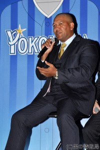 横浜DeNAベイスターズ 新ビジターユニお披露目!山﨑康晃投手「優勝&40セーブ」宣言