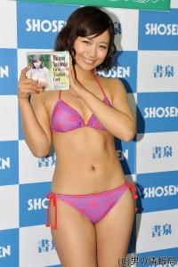 安枝瞳 28歳の誕生日に1stトレカ発売!将来の夫は「許容範囲広い人がいい」